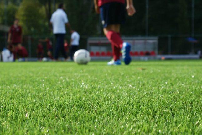 campo-di-calcio-in-erba-sintetica-paragonabile-alle-migliori-superfici-naturali-1024x683.jpg